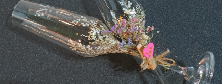 Trepadora Modelo en copas de flauta dorados y plata